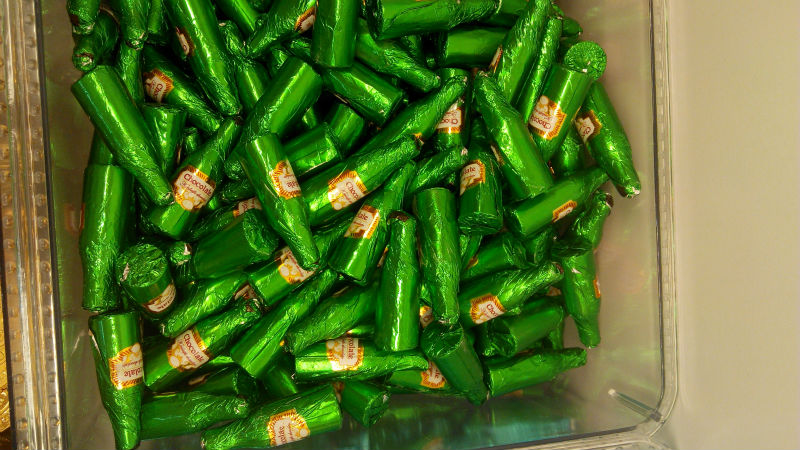 Halal Bottle Shape Chocolate Candy Green Tin Foil Packaging