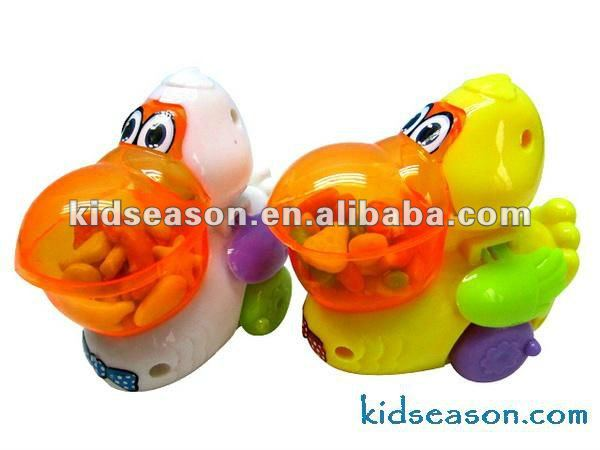 PULL BACK CARTOON DUCK TOYS CANDY