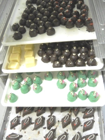 Wholesale, mini brownies cakes assorted, croissants, bagels, muffin, danish, donuts, cakes, breads,