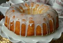 7 Up light glazed cake